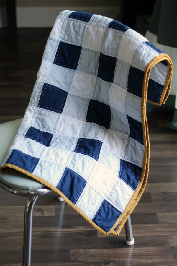 Gingham baby quilt DIY