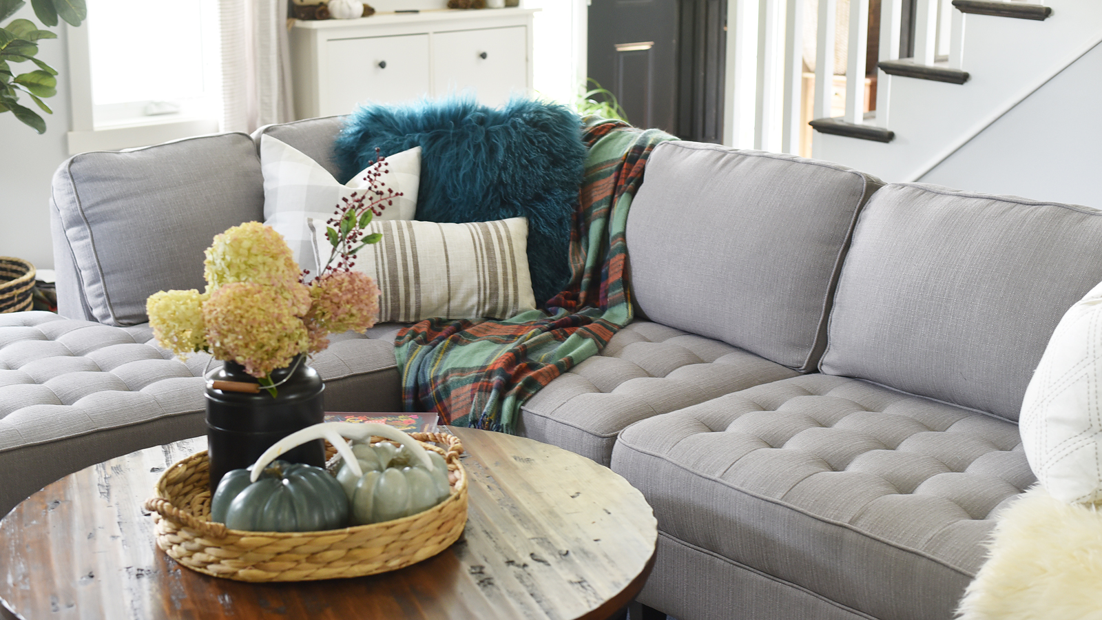 How To Style A Sectional Tip Tuesday The Diy Mommy