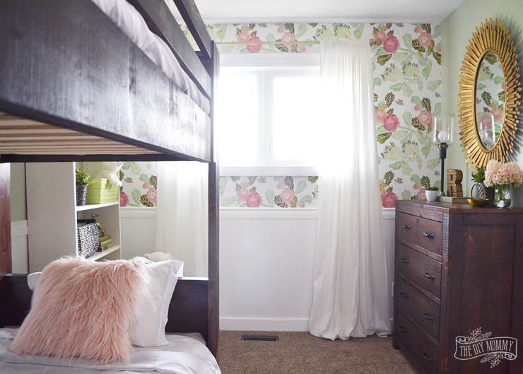 Rustic glam girls bedroom in dark wood, gold, mint & pink. Gorgeous decor and DIY ideas!
