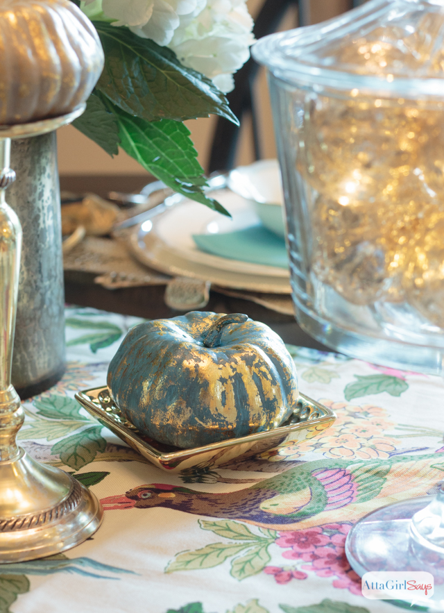 decorating-with-metallics-fall-tablescape-ideas-12
