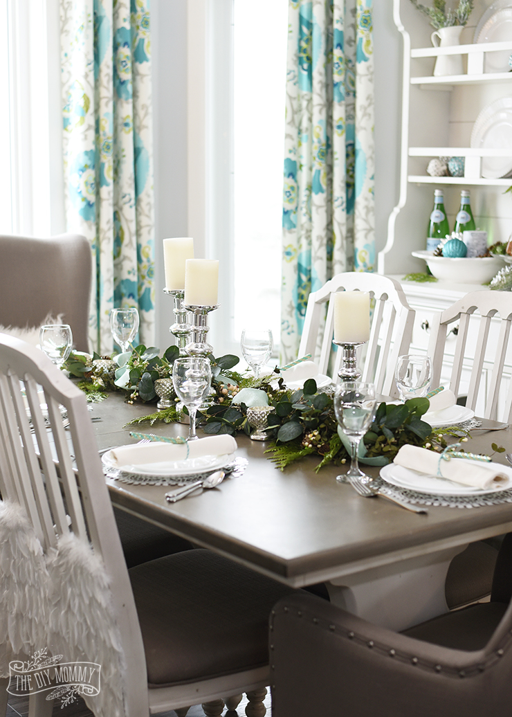 Aqua green farmhouse christmas table decoration ideas for Teal dining room decorating ideas