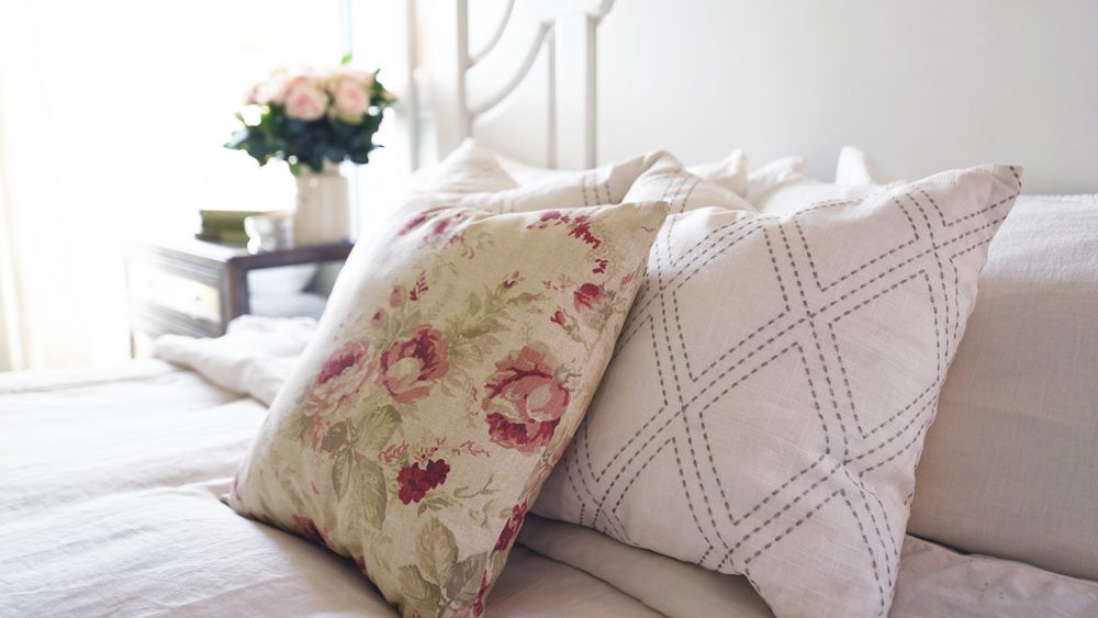 make a no sew pillow cover tip tuesday the diy mommy. Black Bedroom Furniture Sets. Home Design Ideas