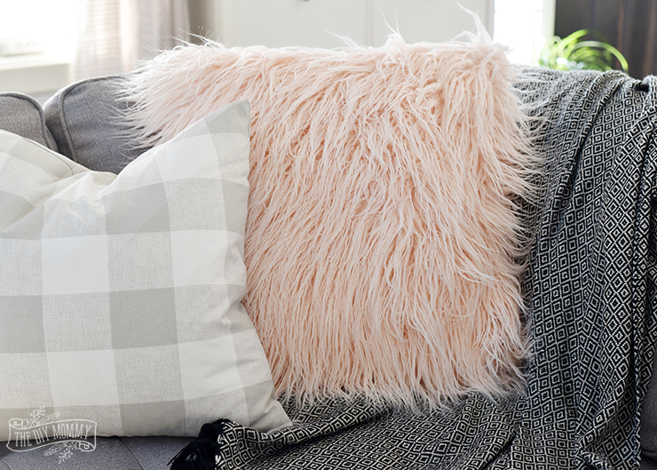 How to sew a faux fur pillow cover (video)