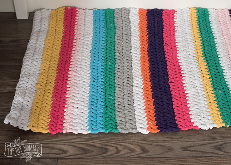 Crochet a T-Shirt Yarn Rug | The DIY Mommy
