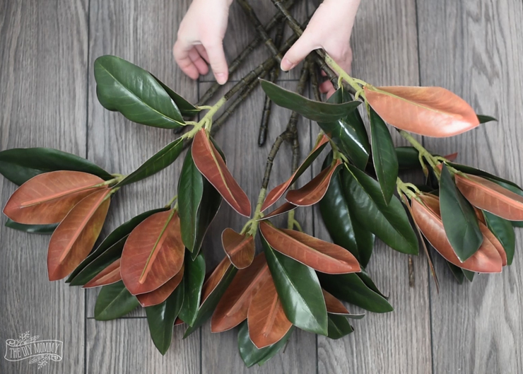 How to make a DIY magnolia wreath