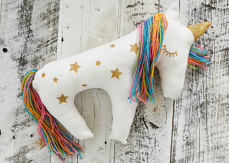 DIY Unicorn Pillow! Cute and easy kids craft idea! #diy #kidscraft #unicorndiy #unicorn #unicorntheme #unicorncraft