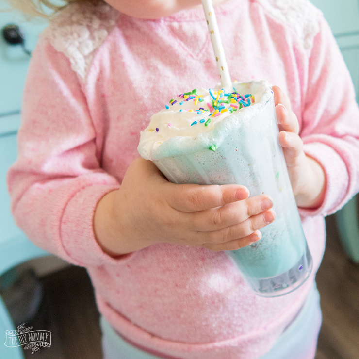 How to Make a DIY Unicorn Milkshake
