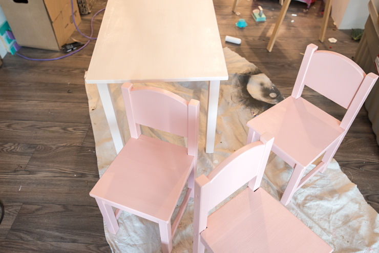 How to paint and makeover a kids table set