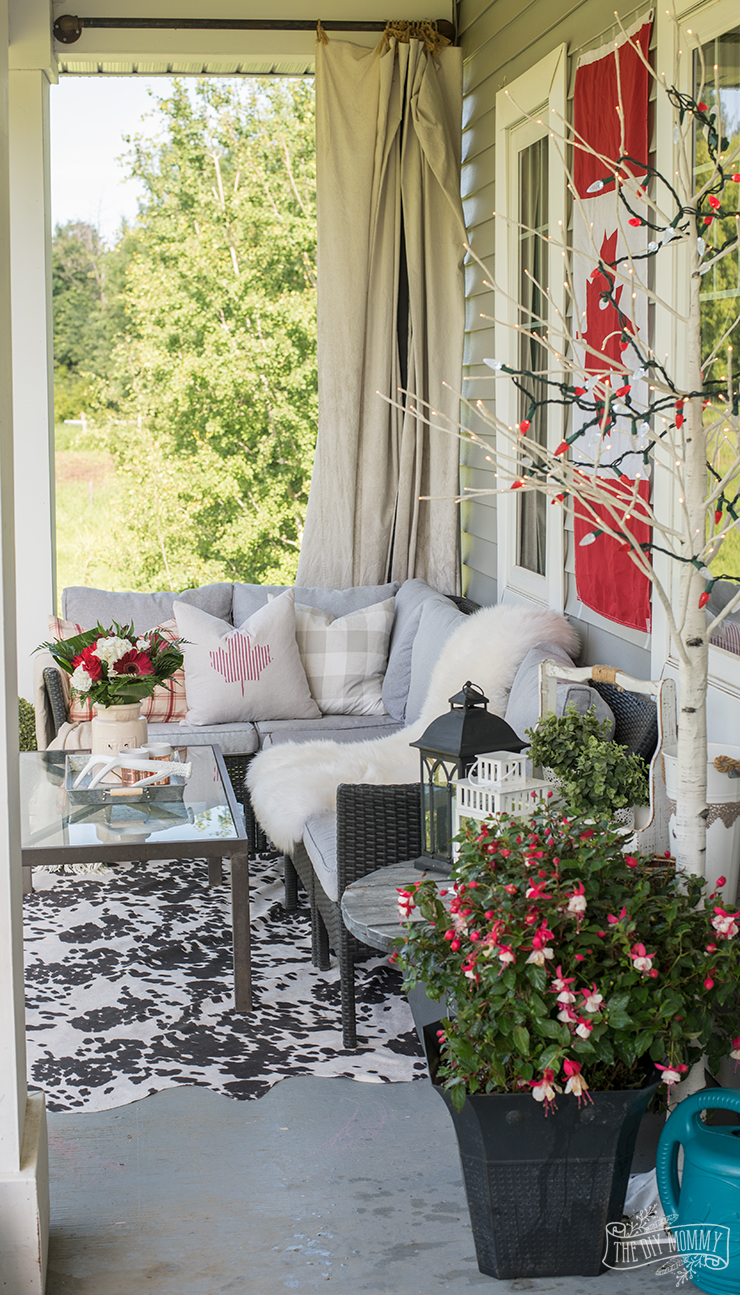 Red and White Canada Day Porch Decor Ideas