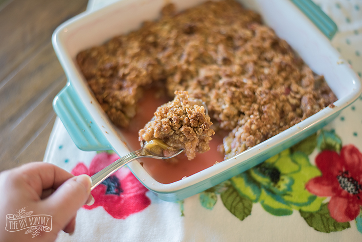 Simple and Quick Rhubarb Crisp Recipe
