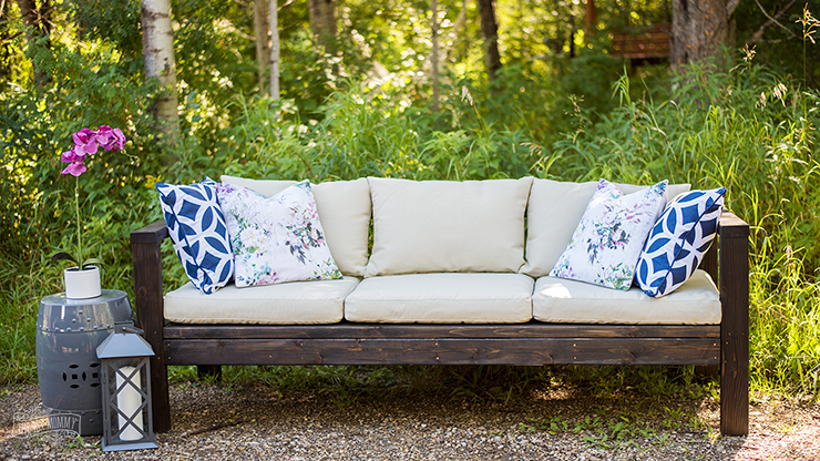 DIY Outdoor Furniture - How to make a sofa from 2x4s