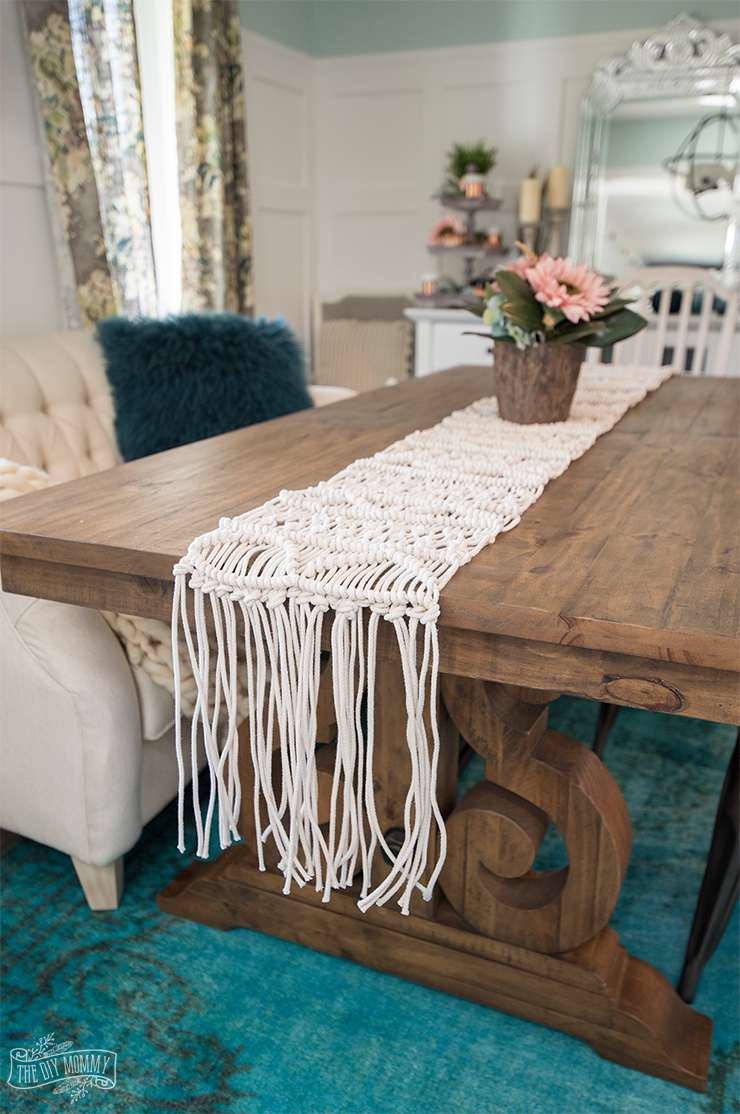make a macrame table runner video tutorial the diy mommy. Black Bedroom Furniture Sets. Home Design Ideas