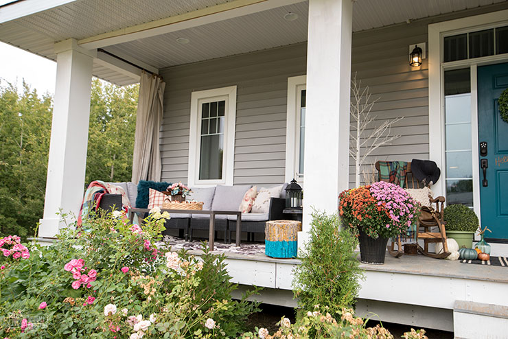 Cheerful Fall Front Porch Decor Ideas