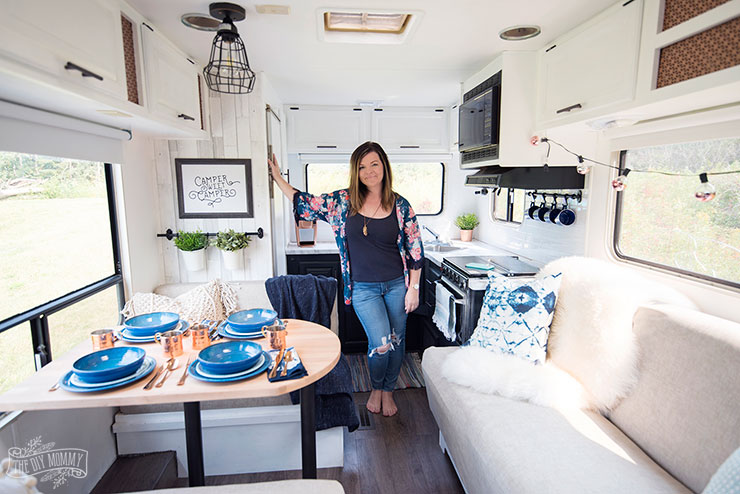 Our DIY C&er - Gorgeous renovated RV tour with DIY paint job vinyl plank & Our DIY Camper: Renovated RV Tour | The DIY Mommy