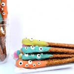 Halloween Dipped Pretzels + The Creative Corner #165: DIY, Craft & Home Decor Link Party