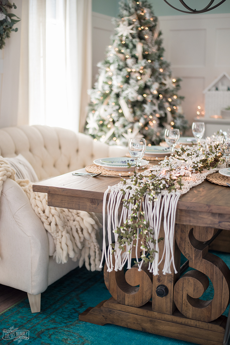 french country farmhouse christmas dining room table decorating ideas - Farmhouse Christmas