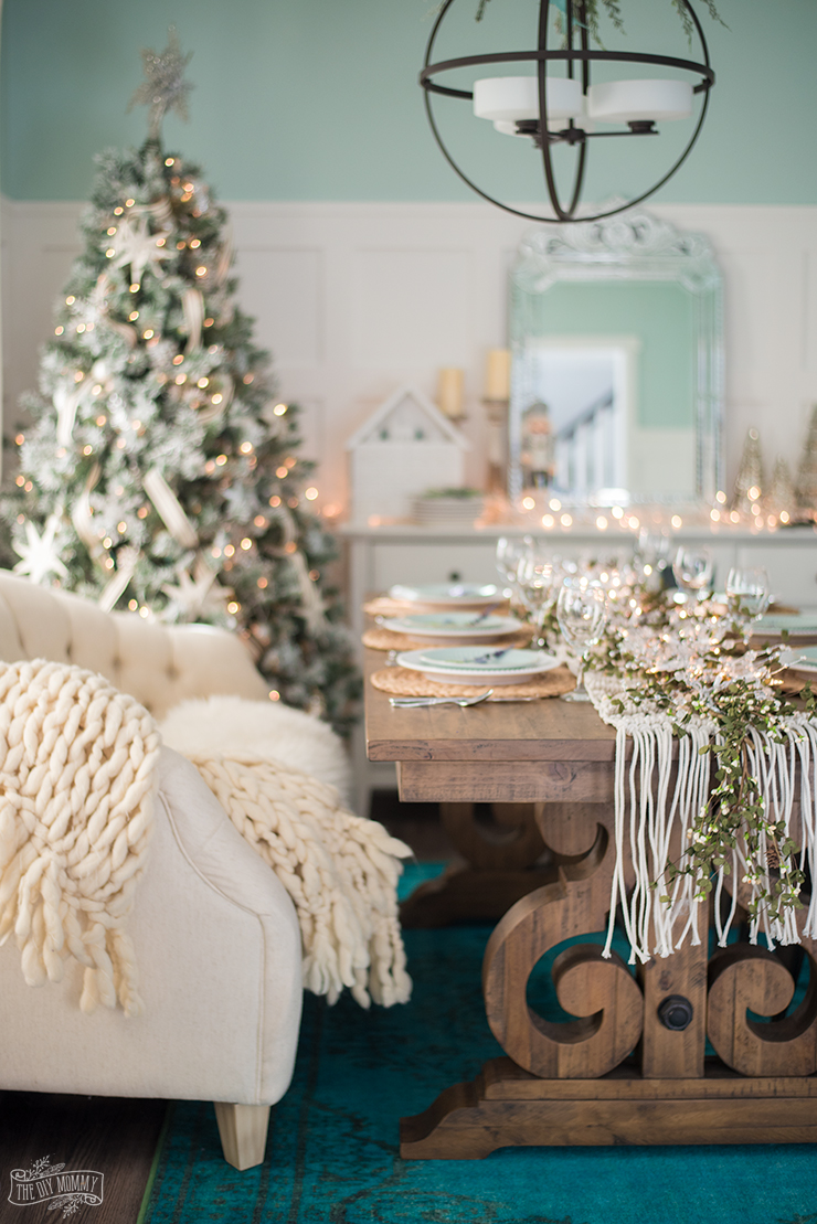 French Country Farmhouse Christmas Dining Room & Table Decorating Ideas