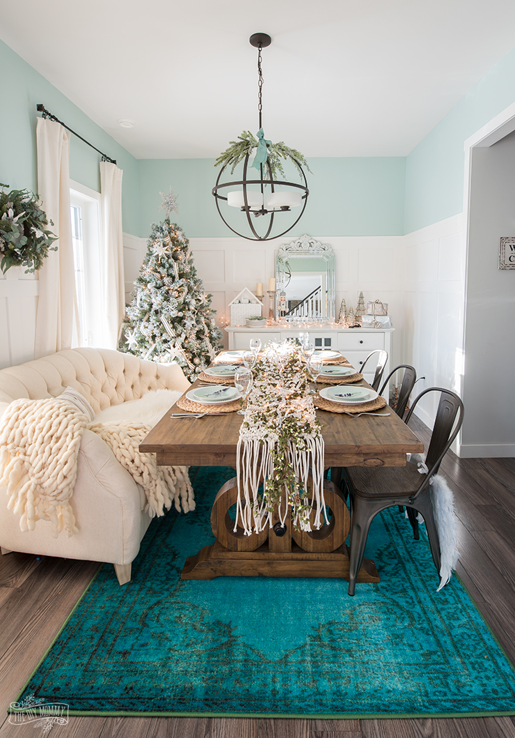 French Country Farmhouse Christmas Dining Room & Table ...