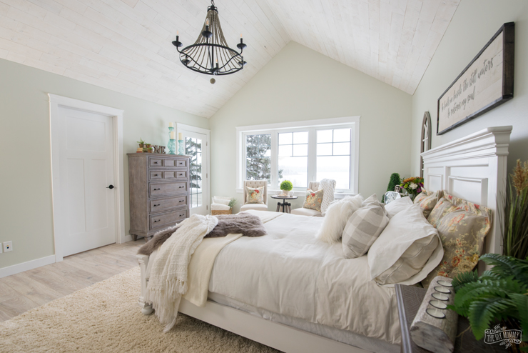 Rustic traditional lake house master bedroom design
