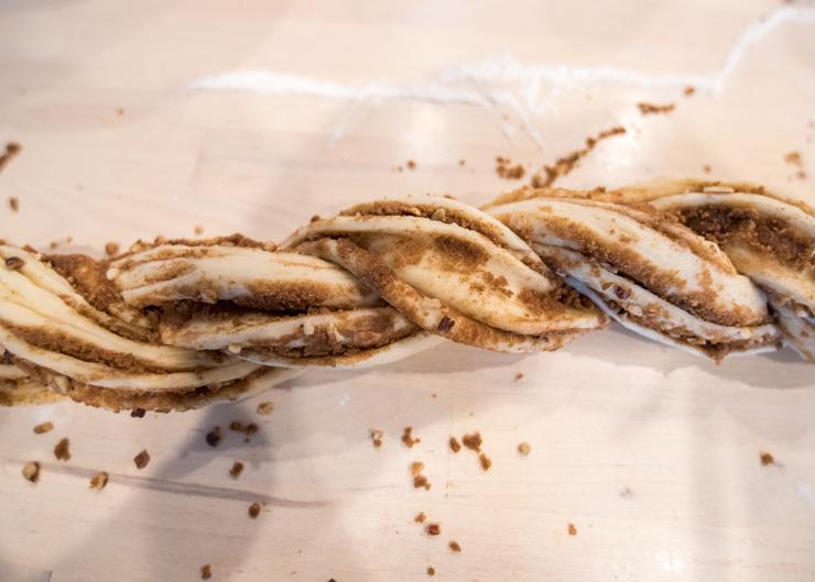 Cinnamon Christmas Breakfast Wreath Recipe