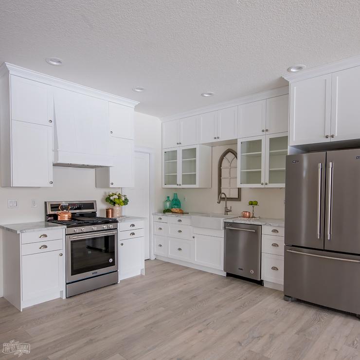 Lake House White Cottage Kitchen Design