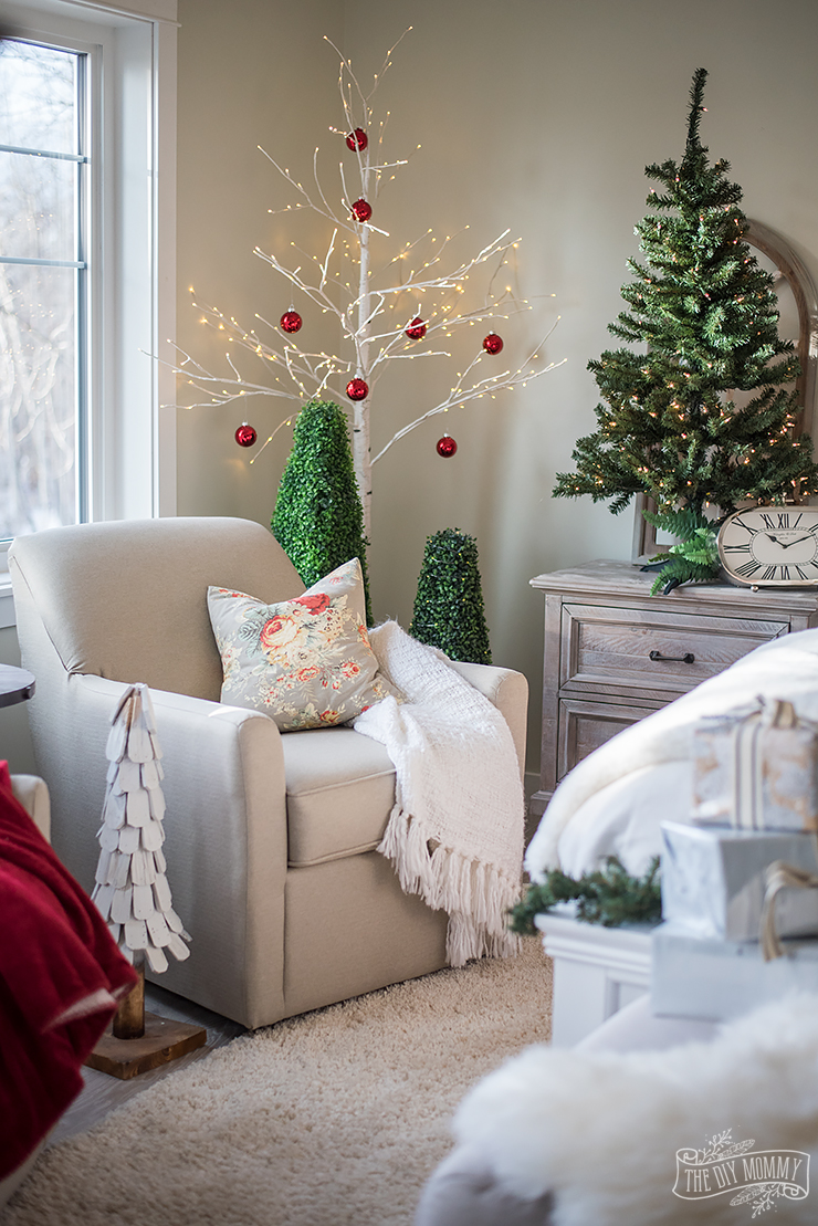 Traditional Christmas Bedroom Decor Ideas – Mom\'s Lake House | The ...