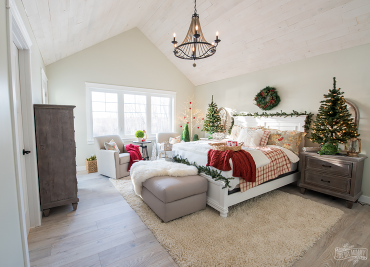 Traditional christmas bedroom decor ideas mom 39 s lake house the diy mommy Lake house decorating ideas bedroom