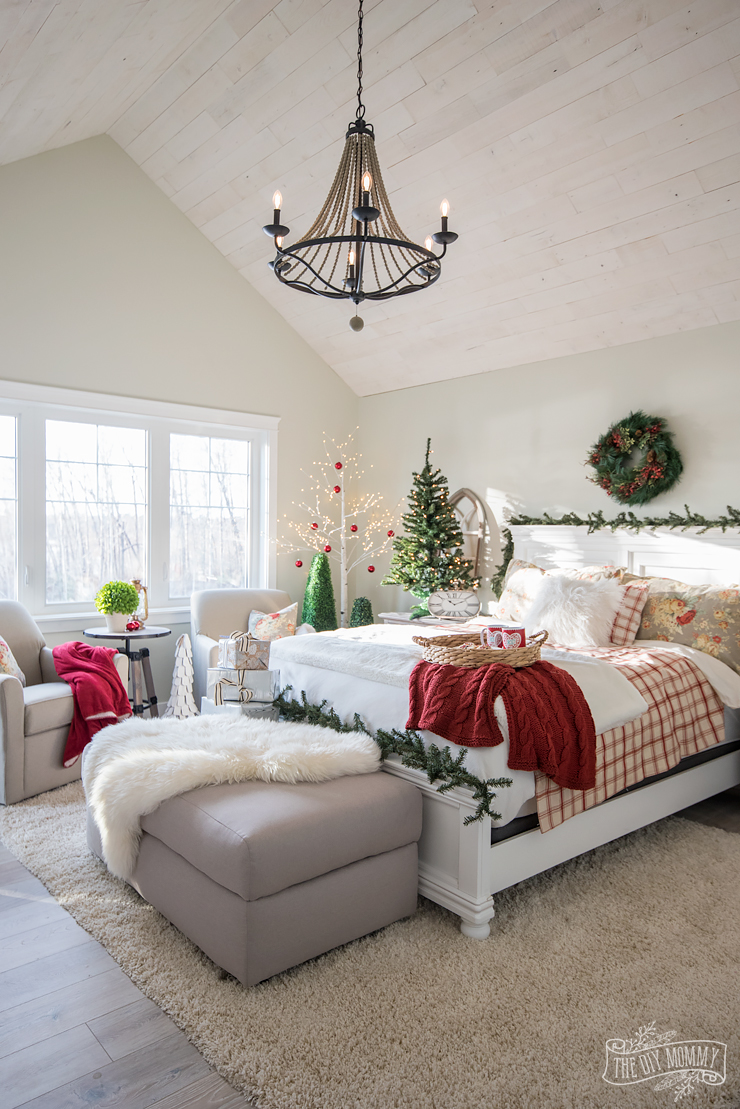 Traditional Christmas Bedroom Decor Ideas - Mom's Lake ...
