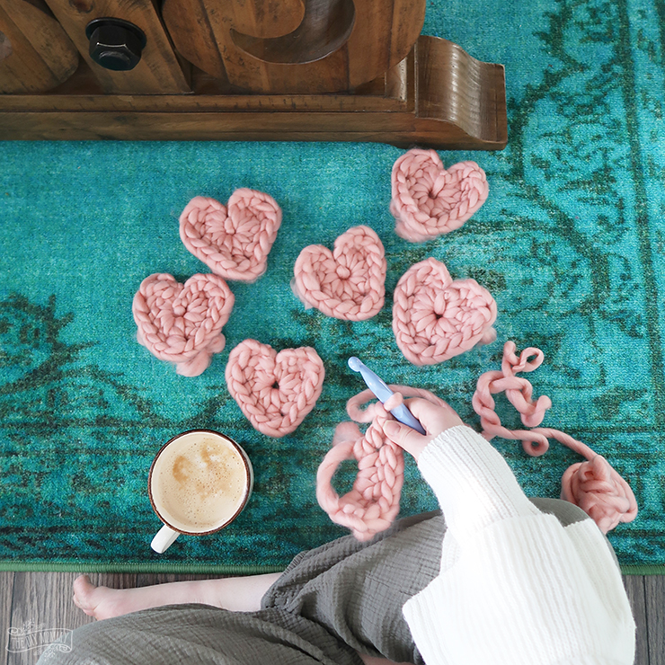 How to make a chunky crochet heart banner - free pattern and tutorialHow to make a chunky crochet heart banner - free pattern and tutorial
