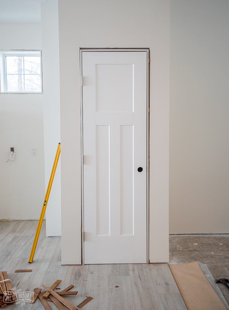 How to spray paint install interior doors the diy mommy for How to spray paint doors