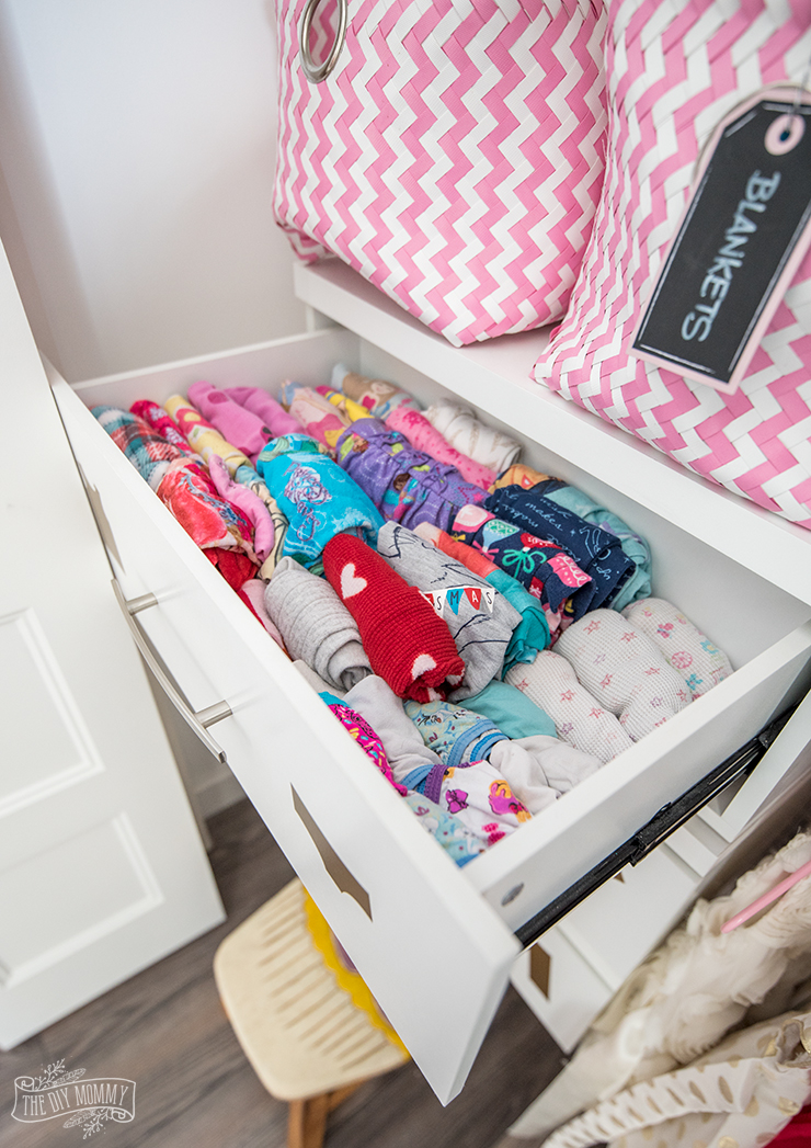 Kids Closet Organization Ideas with free Cricut file for dresser labels