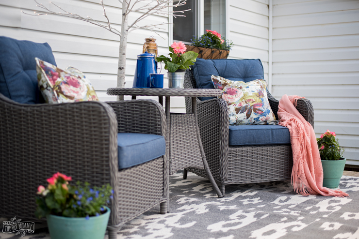 Colourful back deck sitting area in navy blue and coral pink