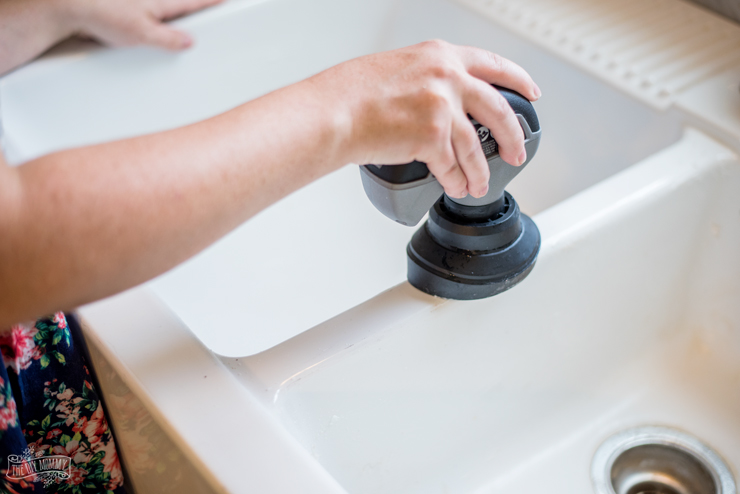 How to clean a white porcelain farmhouse sink with Dremel Versa