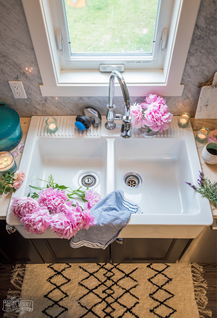 How To Clean A White Farmhouse Sink (with DIY Magic
