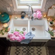 How to Clean a White Farmhouse Sink (with DIY Magic Cleaner!)