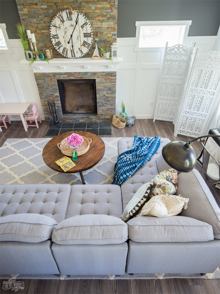 Simple and fresh summer living room tour in pinks and blues