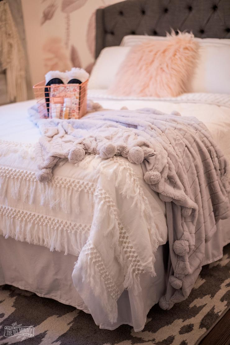 Feminine Modern Farmhouse Guest Bedroom Makeover The Diy