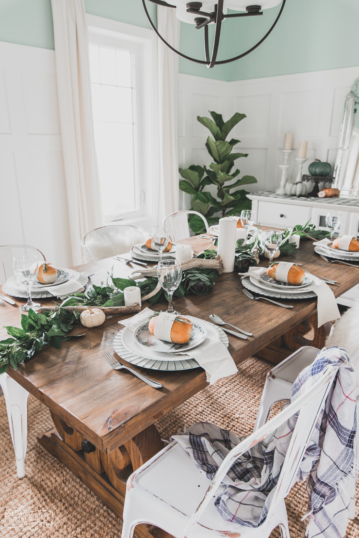 Neutral Nature Inspired Thanksgiving Table Idea