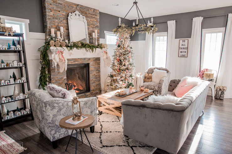 Romantic christmas living room the christmas canadian - Pictures of decorated living rooms ...
