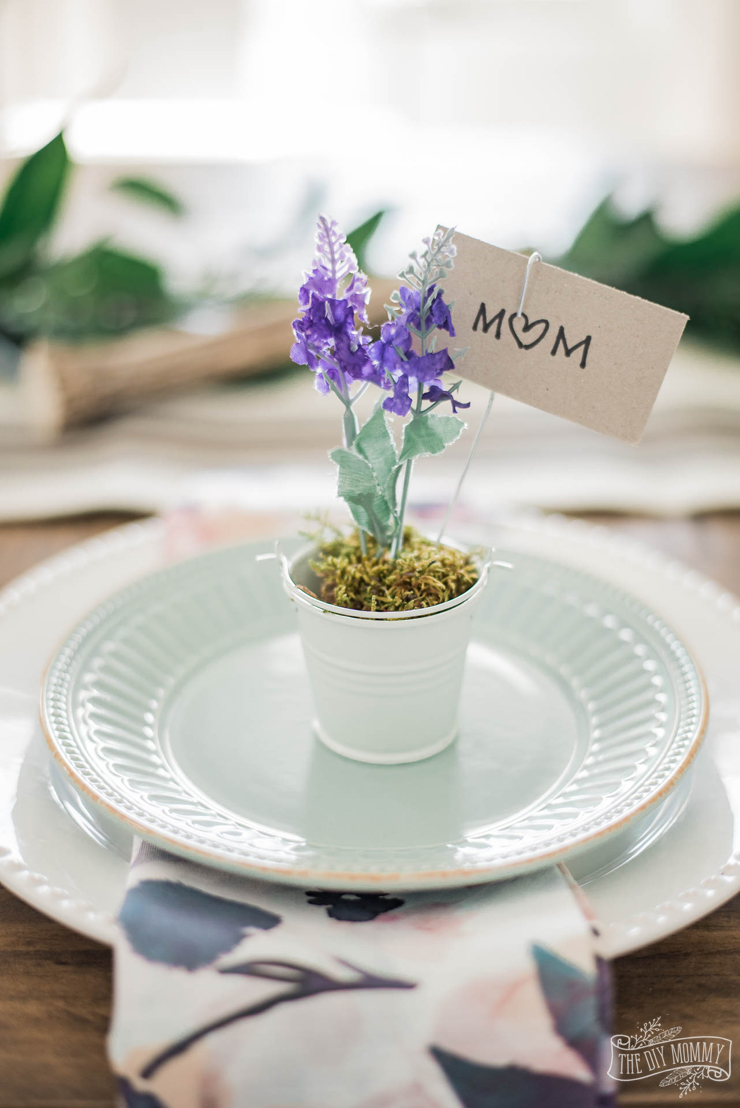DIY Dollar Store Place Card Holder for Spring