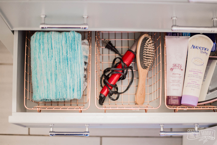 Small Bathroom Organization & Decor Ideas from the Dollar & Thrift Store