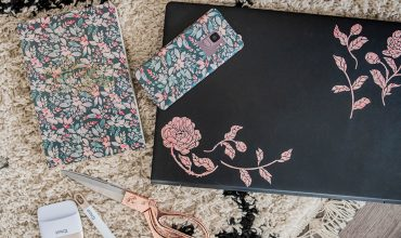 DIY Floral Laptop, Phone & Notebook Stickers with CricutDIY Floral Laptop, Phone & Notebook Stickers with Cricut