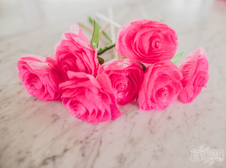Make Easy Paper Roses From Dollar Store Streamers The Diy Mommy