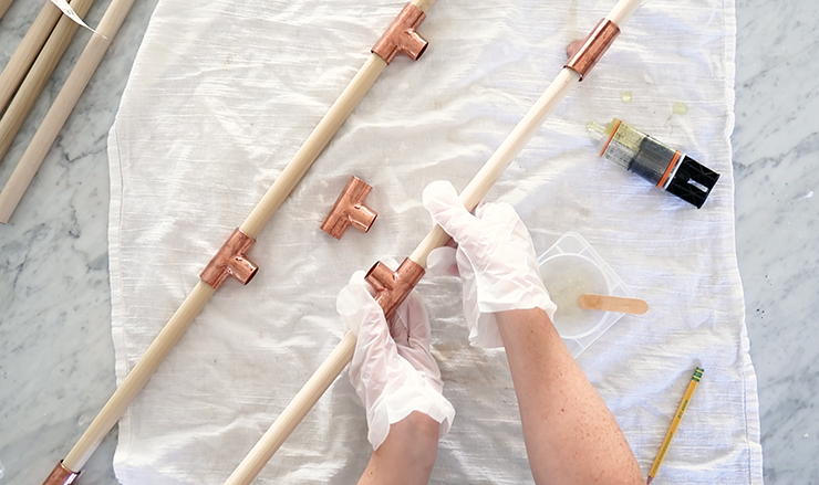 How to make a blanket ladder from copper pipe and wooden dowels - no power tools required!