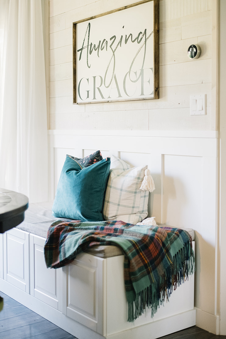 How to make a gorgeous velvet pillow with an exposed metallic zipper - full sewing tutorial