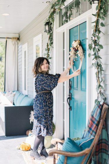 Colorful & inexpensive DIY Fall porch decor ideas