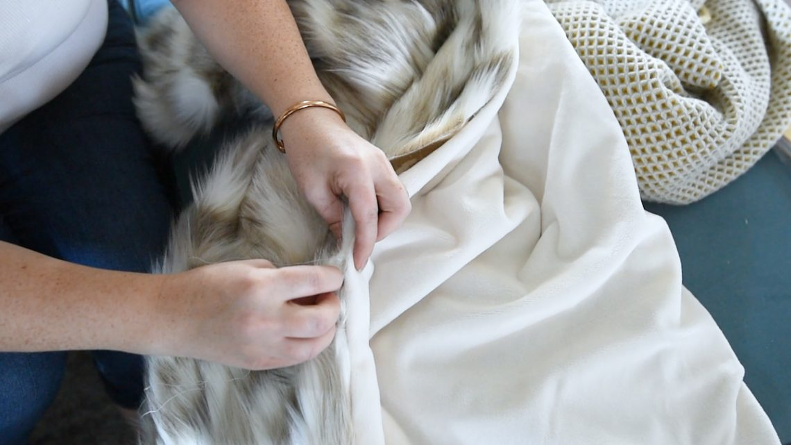 Luxurious, cozy DIY faux fur blanket tutorial