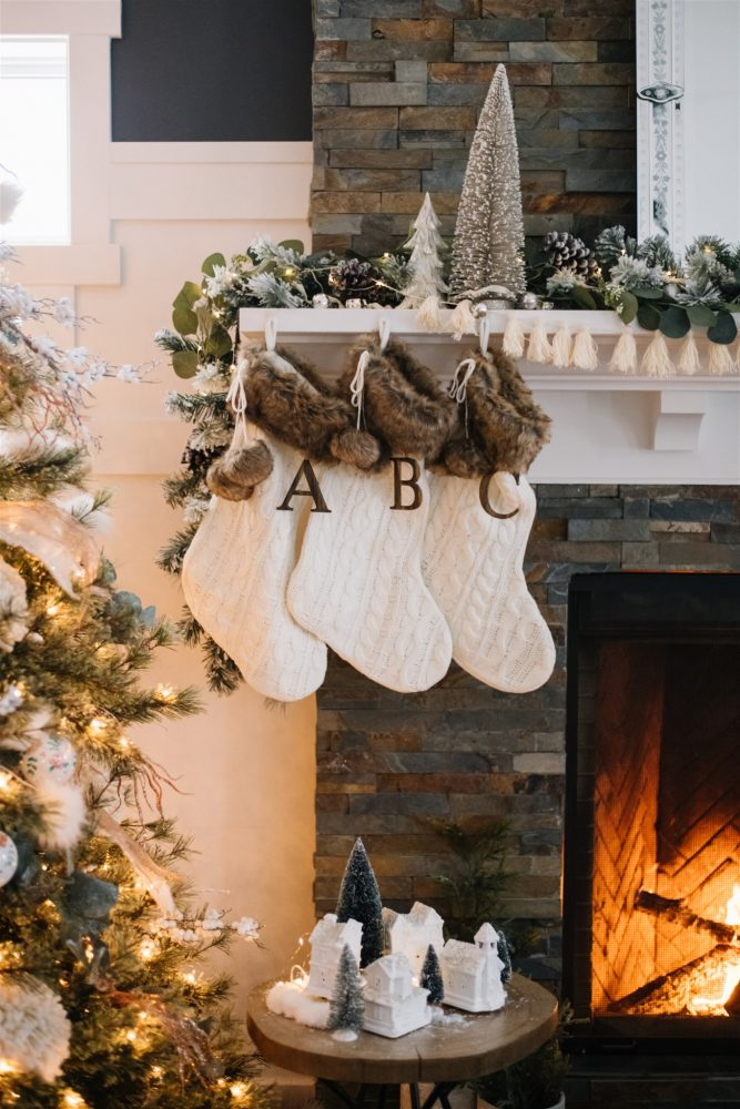 Rustic Boho Christmas Mantel | The DIY Mommy