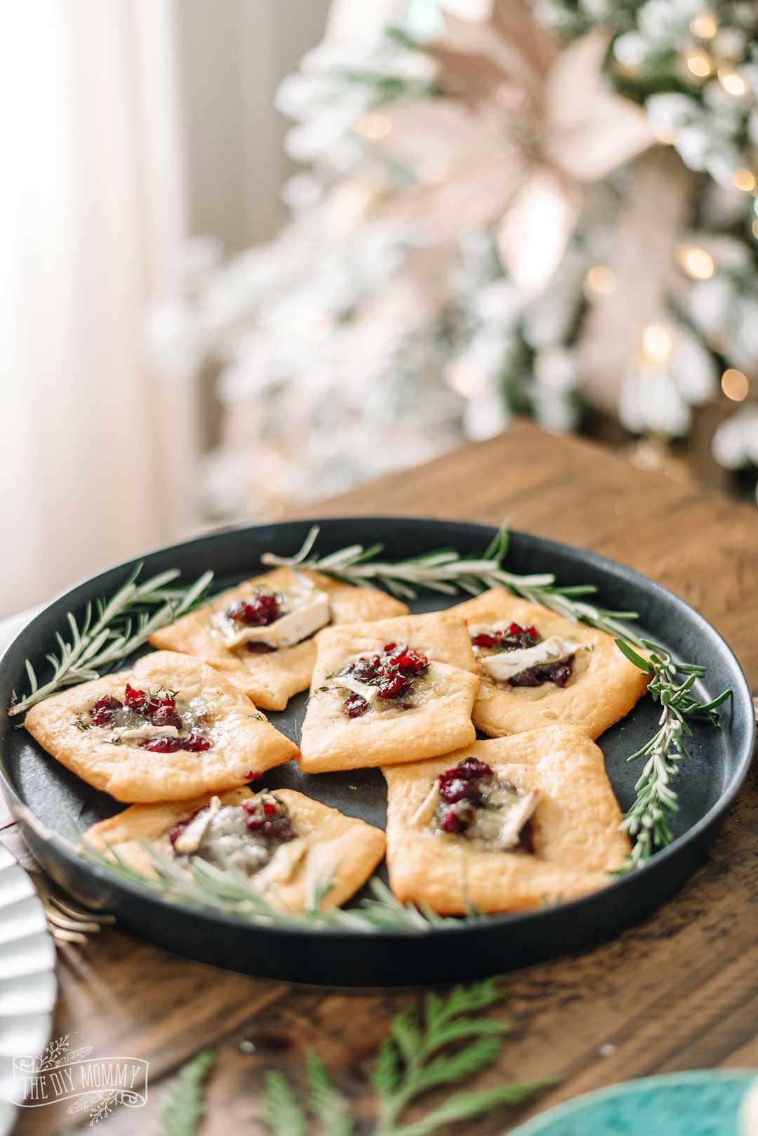 Easy Cranberry Brie Tarts Recipe - a delicious Christmas appetizer!