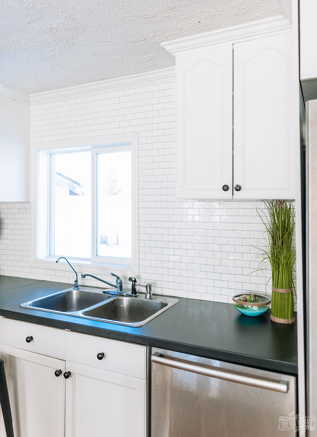 Step by step video tutorial on how to install peel and stick tile backsplash for an easy and budget friendly kitchen update